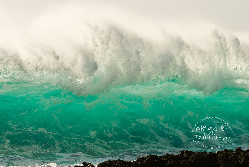 Powerful wave breaking on super shallow reef, Hawaii
