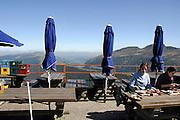 Frankrijk, Auvergne, 20-9-2008Rustplaats op de puy mary, een van de oude vulkanen in het gebied.Picnic at the Puy Mary, one of the old volcanoes in the area.Foto: Flip Franssen/Hollandse Hoogte