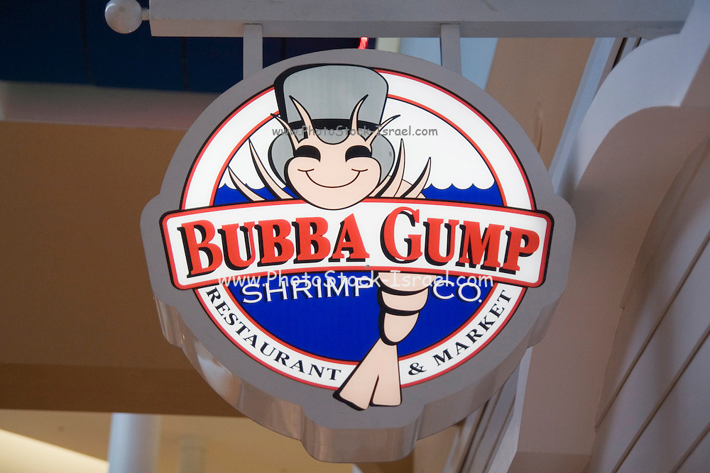 """Minnesota USA, Minneapolis, """"Mall of America"""" pre Christmas shopping in the the largest indoor mall in the U.S. The """"Bubba Gump"""" Shrimp company logo November 2006"""