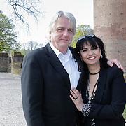 NLD/Haarzuilens/20120425 - Opening tentoonstelling Bruidjes van de Haar, Laura Fygi en partner Jacques Buhling