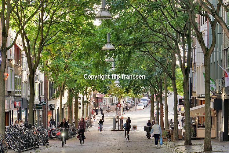 Nederland, Nijmegen, 6-10-2020  Straatbeelden van deze stad in Gelderland .Winkelstraat in het centrum van de stad . Vanwege de coronmaatregelen is het rustig op straat . Foto: ANP/ Hollandse Hoogte/ Flip Franssen