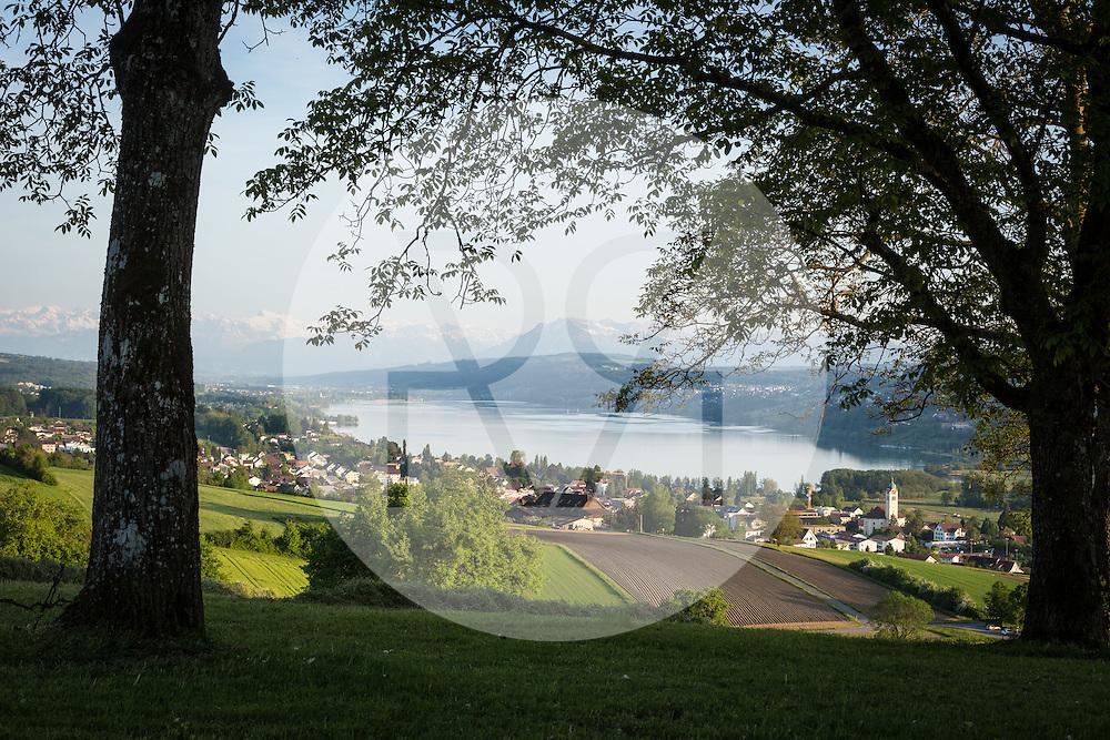 SCHWEIZ - SEENGEN - Hallwilersee, Blick vom Eichberg Richtung Süden - 11. Mai 2015 © Raphael Hünerfauth - http://huenerfauth.ch