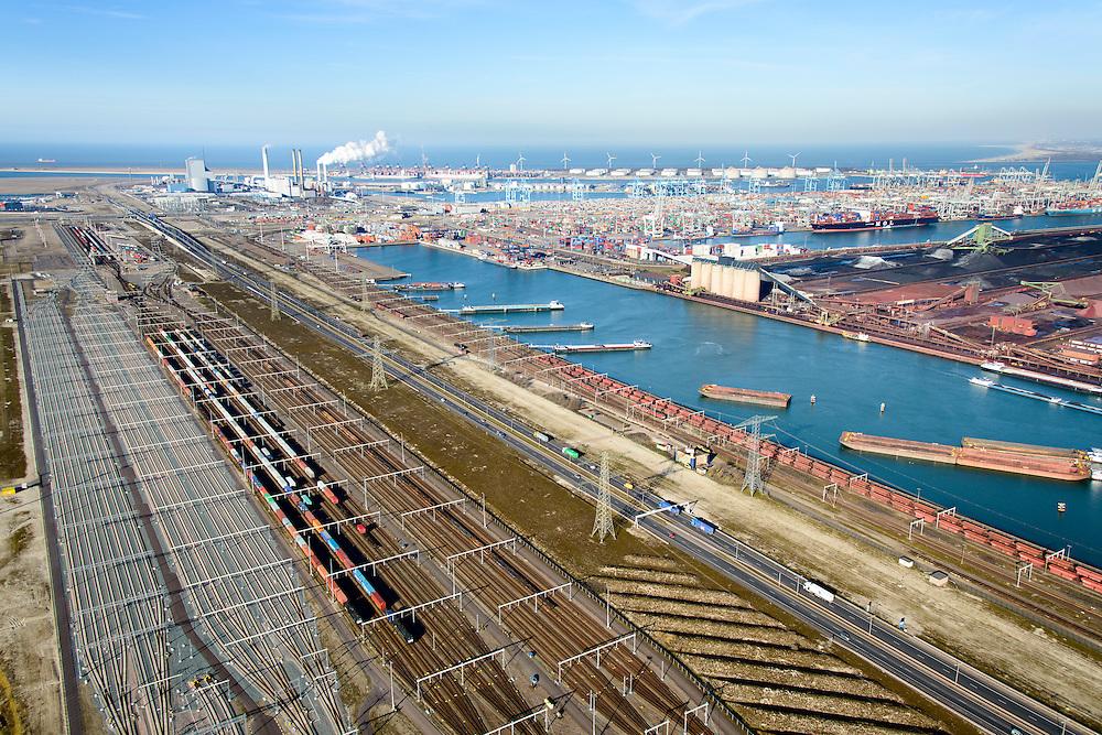 Nederland, Zuid-Holland, Rotterdam, 18-02-2015; Tweede Maasvlakte (MV2). Europaweg en Emplacement Maasvlakte West (Rail Terminal West). Aean het water van de Hartelhaven het Emplacement Maasvlakte Oost. In beheer bij Keyrail, exploitant Betuweroute. Zicht op de eleckrticiteitscentrales van E.ON., Delta Terminal, APM Terminals Rotterdam, ECT en EMO.<br /> <br /> Emplacement Maasvlakte West (West Rail Terminal) and  next to the Hartelharbour  the Emplacement Maasvlakte East. Managed by Keyrail, operator Betuweroute.<br /> <br /> luchtfoto (toeslag op standard tarieven);<br /> aerial photo (additional fee required);<br /> copyright foto/photo Siebe Swart