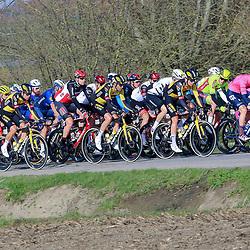 28-03-2021: Wielrennen: Gent-Wevelgem: Wevelgem  <br />Groep met Wout van Aert