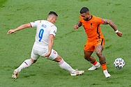 Tomas Holes of Czech Republic battles for possession with Memphis Depay of the Netherlands during the UEFA Euro 2020, Round of 16 football match between Netherlands and Czech Republic on June 27, 2021 at Puskas Arena in Budapest, Hungary - Photo Andre Weening / Orange Pictures / ProSportsImages / DPPI