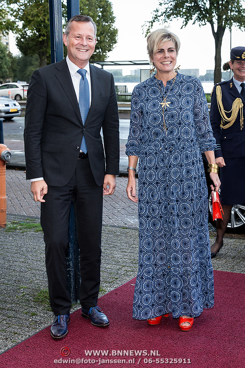 NLD/Amsterdam/20191002 - Laurentien bij ECF Princess Margriet Award for Culture, Andre Wilkens begroet Prinses Laurentien