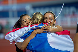 08-07-2016 NED: European Athletics Championships day 3, Amsterdam<br /> Dafne Schippers heeft in Amsterdam haar Europese titel op de 100 meter geprolongeerd. De 24-jarige Utrechtse was voor een uitverkocht Olympisch Stadion in de finale veel te sterk voor de concurrentie. Schippers zegevierde in 10,90 seconden. Derde werd de Zwitserse Mujinga Kambundji (L) en tweede de Bulgaarse Ivet Yalova Collio