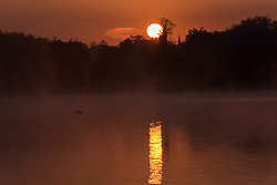 © Licensed to London News Pictures. 07/05/2020. RICKMANSWORTH, UK.  The sun rises over Rickmansworth Aquadrome in north west London.  The weather forecast is for temperatures over 20C for the next few days.  Photo credit: Stephen Chung/LNP
