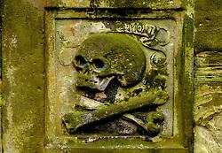 Skull and cross bones on a tomb in Grey Friars church yard in Edinburgh, Scotland<br /> <br /> (c) Andrew Wilson   Edinburgh Elite media