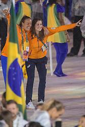 21-08-2016 BRA: Olympic Games day 22, Rio de Janeiro<br /> Rio neemt afscheid van de Olympische Spelen, sluitingsceremonie met veel dans, muziek en saaiheid / Marloes Keetels, Maartje Paumen