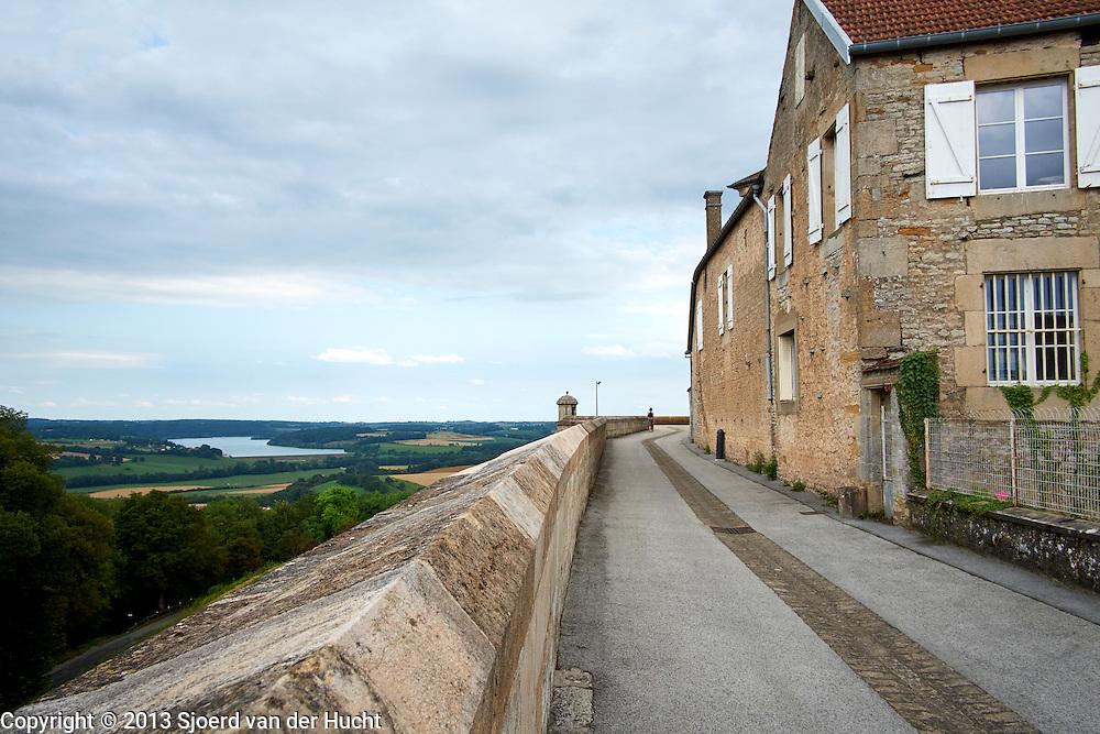 Stadsmuur van Langres, Frankrijk - Town-wall of Langres, France