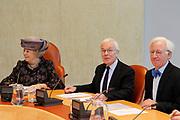 Koningin Beatrix en Tjeenk Willink als vice-president van de Raad van State. Rechts Quintus Marck, de partner van Tjeenk Willink.