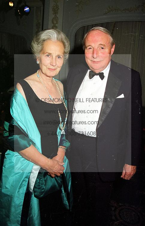 The DUKE & DUCHESS OF RICHMOND & GORDON, at a dinner in London on 17th November 1999.MZE 53