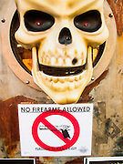 25 OCTOBER 2009 -- TEMPE, AZ: A sign banning guns at the door of San Felipe Cantina, a Mexican bar/restaurant in Tempe Marketplace in Tempe, AZ. Arizona allows guns to be carried into most businesses unless signs are posted specifically banning firearms.   PHOTO BY JACK KURTZ