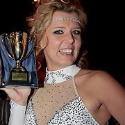 NLD/Ede/20110415 - Finale Sterren Dansen op het IJs 2011, Jenny Smit ontvangt van fan's een beker trofee