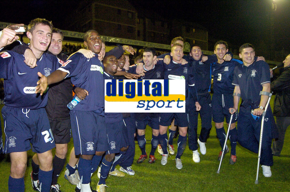 Photo: Olly Greenwood.<br />Southend United v Manchester United. Carling Cup. 07/11/2006. Southend's players celebrate a famous win over Manchester United 1-0