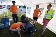 Teamleden repareren de schade na een klapband. Het Human Power Team Delft en Amsterdam (HPT), dat bestaat uit studenten van de TU Delft en de VU Amsterdam, is in Senftenberg voor een poging het laagland sprintrecord te verbreken op de Dekrabaan. In september wil het Human Power Team Delft en Amsterdam, dat bestaat uit studenten van de TU Delft en de VU Amsterdam, tijdens de World Human Powered Speed Challenge in Nevada een poging doen het wereldrecord snelfietsen voor vrouwen te verbreken met de VeloX 7, een gestroomlijnde ligfiets. Het record is met 121,44 km/h sinds 2009 in handen van de Francaise Barbara Buatois. De Canadees Todd Reichert is de snelste man met 144,17 km/h sinds 2016.<br /> <br /> The Human Power Team is in Senftenberg, Germany to race at the Dekra track as a preparation for the races in America. With the VeloX 7, a special recumbent bike, the Human Power Team Delft and Amsterdam, consisting of students of the TU Delft and the VU Amsterdam, also wants to set a new woman's world record cycling in September at the World Human Powered Speed Challenge in Nevada. The current speed record is 121,44 km/h, set in 2009 by Barbara Buatois. The fastest man is Todd Reichert with 144,17 km/h.