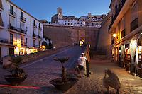 09/Septiembre/2011 Islas Baleares. Ibiza.<br /> Turistas en la subida al Rastrillo, una de las entradas a Dalt Vila.<br /> <br /> ©JOAN COSTA