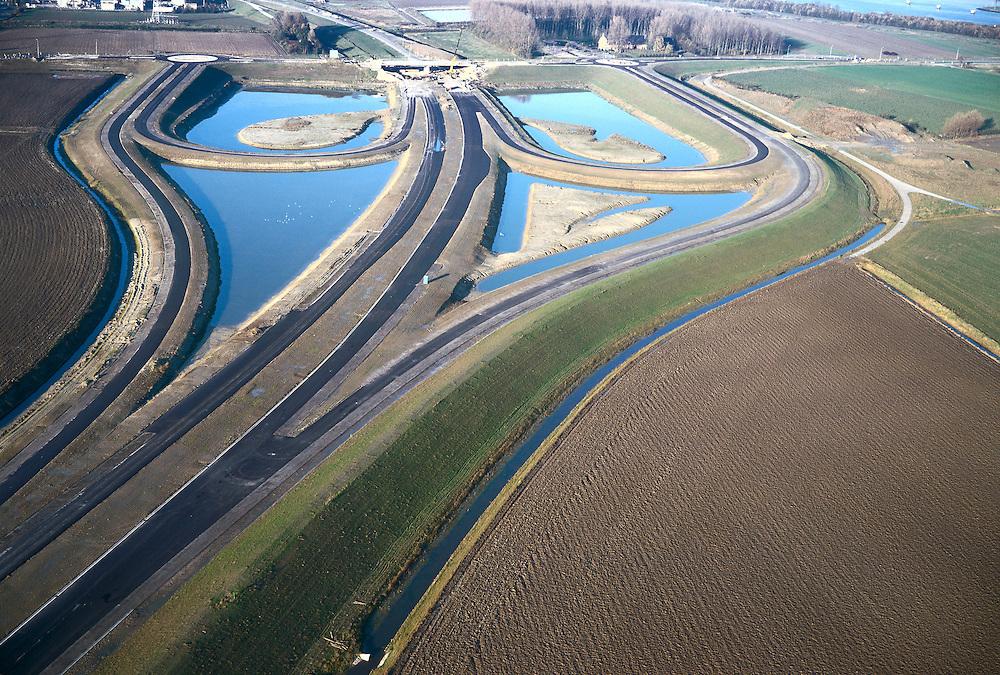 Nederland, Zeeland, Zeeuwsch-Vlaanderen, 15/11/2001;  toekomstig verkeersplein aan de Herbert Dowweg, geeft aansluiting op de in het verschiet gelegen Noordelijke inrit  Westerscheldetunnel ;.half klaverblad constructie weg viaduct; zie ook andere (lucht)foto's van deze lokatie.<br /> luchtfoto (toeslag), aerial photo (additional fee)<br /> photo/foto Siebe Swart