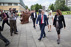 © Licensed to London News Pictures . 15/08/2016 . Salford , UK . Labour leadership candidate OWEN SMITH (3rd from right) arrives with campaign director KATE SMITH (2nd from right) and is greeted by University Vice Chancellor HELEN MARSHALL (1st right) to deliver a speech on the National Health Service , at the Mary Seacole Building at Salford University . Photo credit : Joel Goodman/LNP