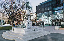 24.03.2020, Innsbruck, AUT, Coronaviruskrise, Österreich, im Bild Brunnen des Leopold V vor dem Haus der Musik während der Coronavirus Pandemie // Fountain of the Leopold V in front of the Haus der Musik during the Coronavirus pandemic, Innsbruck, Austria on 2020/03/24. EXPA Pictures © 2020, PhotoCredit: EXPA/ JFK