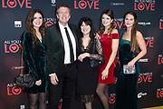 Premiere van de film ALL YOU NEED IS LOVE  in het DeLaMar Theater te Amsterdam.<br /> <br /> Op de foto:  Robert ten Brink met partner Roos Cialona en dochters