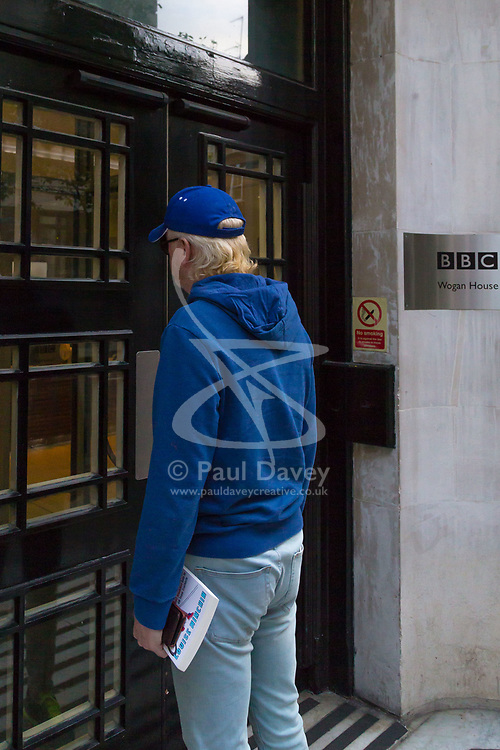 "BBC Radio 2 presenter Chris Evans arrives  to present the Breakfast Show the morning after His mother died. Evans had said in a statement released yesterday ""If Mum had the first idea  I might not have shown up today because of her she'd have been furious. I hope you all have a lovely Thursday. See you tomorrow."" London, May 04 2018."