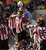 Photo: Henry Browne.<br /> Southampton v Manchester City Barclays Premiership.<br /> 02/10/2004.<br /> Claus Lundekvam of Saints goes up for a header.