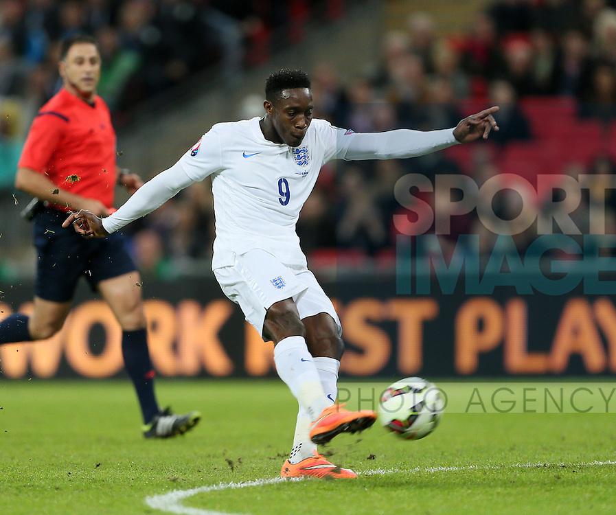 England's Danny Welbeck fires in a shot<br /> <br /> - International European Qualifier - England vs Slovenia- Wembley Stadium - London - England - 15th November 2014  - Picture David Klein/Sportimage