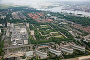 ederland, Amsterdam-Noord, Nieuwendam, 17-06-2008; overzicht met in de voorgrond de flats aan de Loenermark en het stadsdeelkantoor, links het winkelcentrum Boven 't IJ, midden in het groen de laagbouwflats (het Breed, het Hoogt, het Laagt); op het tweede plan in het midden Tuindorp Nieuwendam (rond het Purmerplein), daar boven en in de verte de Oranjesluizen, Zeeburgereiland, IJburg..luchtfoto (toeslag); aerial photo (additional fee required); .foto Siebe Swart / photo Siebe Swart