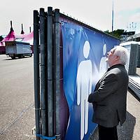 Nederland, Landgraaf, 10 juni 2015.<br /> Voorbereidngen Pinkpop zijn in volle gang.<br /> Organisator, directeur Jan Smeets laat demonstratief zijn waar de toiletten komen.<br /> <br /> <br /> <br /> Foto: Jean-Pierre Jans