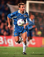 Fotball<br /> England<br /> Foto: Colorsport/Digitalsport<br /> NORWAY ONLY<br /> <br /> Chelsea historikk<br /> Dan Petrescu (Chelsea). Chelsea v Manchester United, 29/12/1998. Football 1998/9.