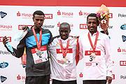 Marathon: Haspa Hamburg 2021, Hamburg, 12.09.2021<br /> Siegerehrung (v.l.): Masresha Bisetegn (ETH, 2. Platz), Sieger Martin Masau (UGA)  und Belay Bezabh (ETH, 3. Platz)<br /> © Torsten Helmke