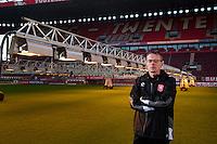 ENSCHEDE - grasmeester van FC Twente, Henry de Weert, groundsman van FC Twente. COPYRIGHT KOEN SUYK