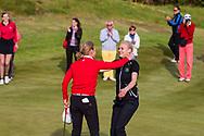 17-05-2015 NGF Competitie 2015, Hoofdklasse Heren - Dames Standaard - Finale, Golfsocieteit De Lage Vuursche, Den Dolder, Nederland. 17 mei. Dames Noordwijkse: Sophie van Wijngaarden , feesten na de overwinning.