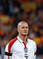 Fotball<br /> Privatlandskamp<br /> Spania v England<br /> 17. november 2004<br /> Foto: Digitalsport<br /> NORWAY ONLY<br /> David Beckham stands for the Spanish National anthem