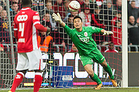 20131215 - LEUVEN, BELGIUM: Standard's Daniel Opare and Standard's goalkeeper Eiji Kawashima pictured in action during the Jupiler Pro League match between Standard de Liege and KRC Genk, in Liege, Sunday 15 December 2013, on the nineteenth day of the Belgian soccer championship. BELGA PHOTO JASPER JACOBS