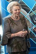 Prinses Beatrix en Prinses Mabel bij de uitreiking van De Prins Friso Ingenieursprijs 2016 in hogeschool InHolland in Delft, de stad waar prins Friso lucht-en ruimtevaarttechniek <br /> <br /> Princess Beatrix and Princess Mabel at the presentation of Prince Friso Engineers Price 2016 college InHolland in Delft, the city where Prince Friso aerospace engineering<br /> <br /> Op de foto / On the photo:  Prinses Beatrix