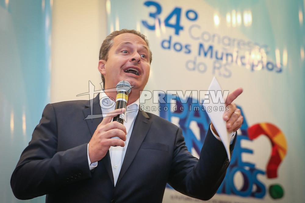 O candidato ao Governo Federal, Eduardo Campos apresenta suas propostas durante o 34º Congresso de Municípios, no Plaza São Rafael, em Porto Alegre. FOTO: Jefferson Bernardes/ Agência Preview