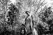 Jeune femme kanak et son fils - Vao, île des pins - Mars 2014