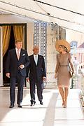 Staatsbezoek van Koning Willem Alexander en Koningin Máxima, aan de Portugese Republiek.<br /> <br /> Statevisit of King Willem Alexander and Queen Maxima to the republic of Portugal<br /> <br /> Op de foto / On the photo: Ontvangst door president bij Palácio de Belém.