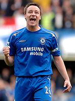 Photo: Daniel Hambury.<br />Chelsea v Manchester United. The Barclays Premiership. 29/04/2006.<br />Chelsea's John Terry celebrates the Premiership title.