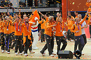 Nederlandse Olympische ploeg komt thuis en wordt gehuldigd op het plein voor Station Den Bosch.<br /> <br /> Op de foto:  De Nederlandse heren hockeyploeg