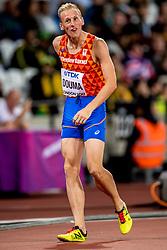10-08-2017 IAAF World Championships Athletics day 7, London<br /> Richard Douma NED (1.500m) gaat 30 meter voor de finish onderuit en weet zich niet te kwalificeren voor de halve finale 1500 meter