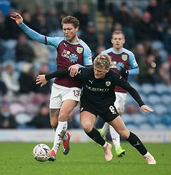 Jeff Hendrick of Burnley (L) and Cameron McGeehan of Barnsley in action - Mandatory by-line: Jack Phillips/JMP - 05/01/2019 - FOOTBALL - Turf Moor - Burnley, England - Burnley v Barnsley - English FA Cup