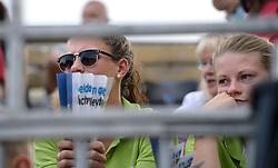 17-07-2014 NED: FIVB Grand Slam Beach Volleybal, Apeldoorn<br /> Poule fase groep A mannen - Reinder Nummerdor (1), Steven van de Velde (2) NED, Chaim Schalk (1), Ben Saxton (2) CAN / Publiek, crew, support