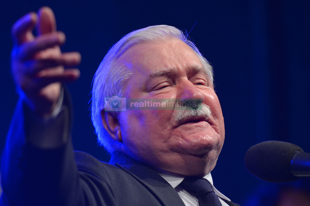 August 31, 2017 - Gdansk, Poland - Lech Walesa joins members of anti-government movement KOD (Committee for the Defence of Democracy) who organised their own celebration of August'80 events just a 200 metres from Gdansk Shipyard Gate no.2 where hundreds of 'Solidarity' unions members from all over Poland celebrated the 37th anniversary of the Gdansk Agreement and creation of their 'Solidarity' trade unions..On Thursday, August 31, 2017, in Gdansk, Poland. (Credit Image: © Artur Widak/NurPhoto via ZUMA Press)