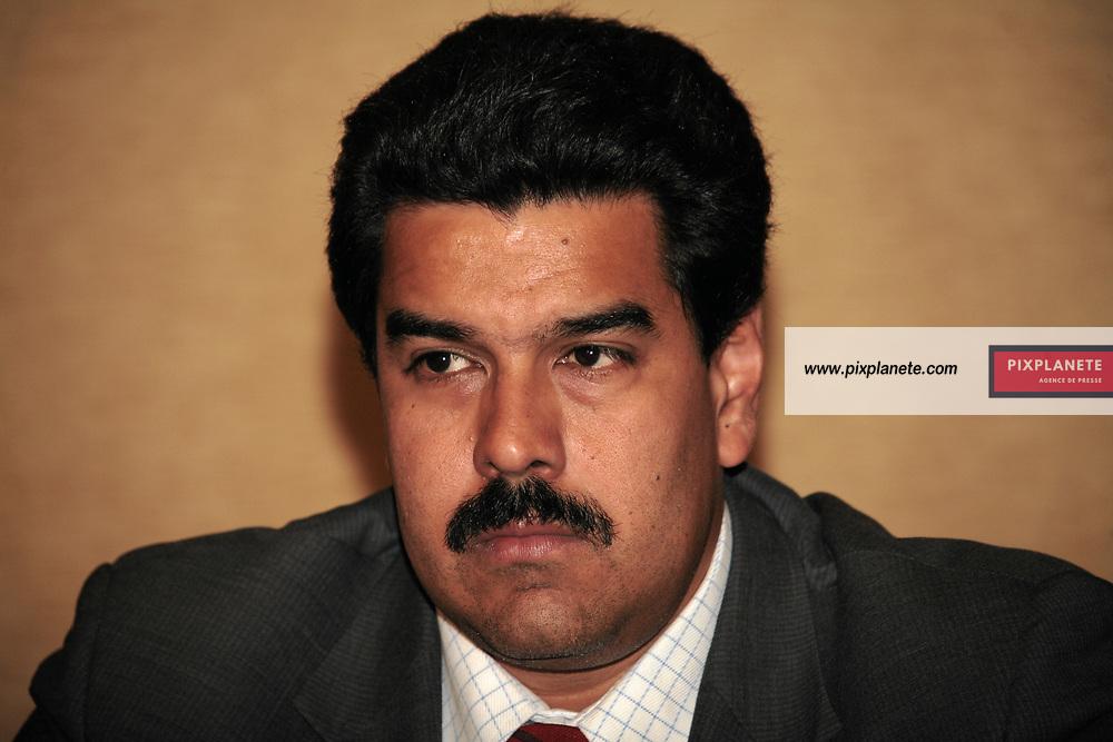 Nicolas Maduro Ministre - Le président du Vénézuéla Hugo Chavez a donné une conférence de presse en présence de la famille d' Ingrid Bétancourt dans le cadre de la médiation qu'il tente d'établir avec les Farcs - Paris, le 20/11/2007 - JSB / PixPlanete The president of Venezuela have done a press conference in the frame of the mediation that he is actually doing with the Farc concerning the hostage in Colombia - Paris, 20/11/2007 - JSB / PixPlanete