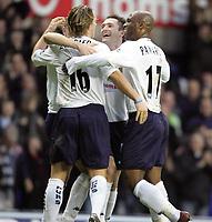 Fotball<br /> Premier League England 2004/2005<br /> Foto: Fotosports/Digitalsport<br /> 01.01.2005<br /> NORWAY ONLY<br /> <br /> TOTTENHAM v EVERTON<br /> <br /> SPURS SCORER RETO ZIEGLER CELEBRATES WITH ROBBIE KEANE AND NOE PAMAROT