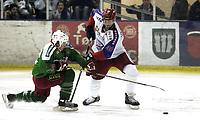 Ishockey<br /> GET-Ligaen<br /> 17.01.08<br /> Askerhallen<br /> Frisk Asker Tigers - Vålerenga VIF <br /> Anders Myrvold tilbake på isen - Her mot Chris Abbott<br /> Foto - Kasper Wikestad